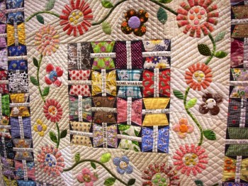 Любимые лоскутики :  - yokohama quilt week 2009, photo at kmkrentz_blogspot_com.jpg