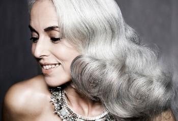 Зрелый возраст как повод ... - 59-years-old-grandma-fashion-model-yasmina-rossi-2__880.jpg