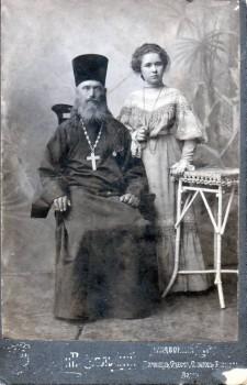 Образ жены священнослужителя - 10.1.Родственник священник с девушкой.jpg