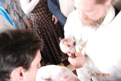 А вот на этом фото видно мой любимый сарафан из шотландки, тоже не без косяков - юбка к верху пришита неровно. Ещё пошила, но нет фото, такой же длины юбку - только из красно-зеленой шотландки. - DSC_8981.JPG